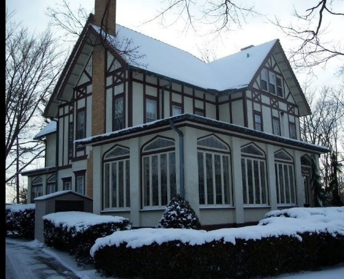 """At the <a href=""""http://www.bnbfinder.com/New-York/Newark/Bed-and-Breakfast/Listing/20056/Vintage_Gardens_Bed_and_Breakfast"""" t"""