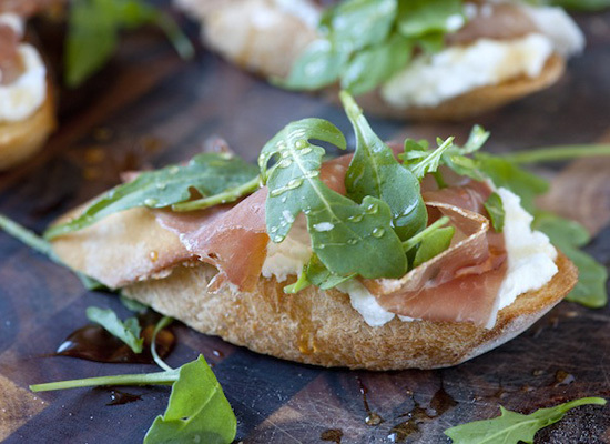 """<strong>Get the <a href=""""http://steamykitchen.com/18794-prosciutto-and-ricotta-crostini-with-honey-recipe.html"""">Prosciutto an"""