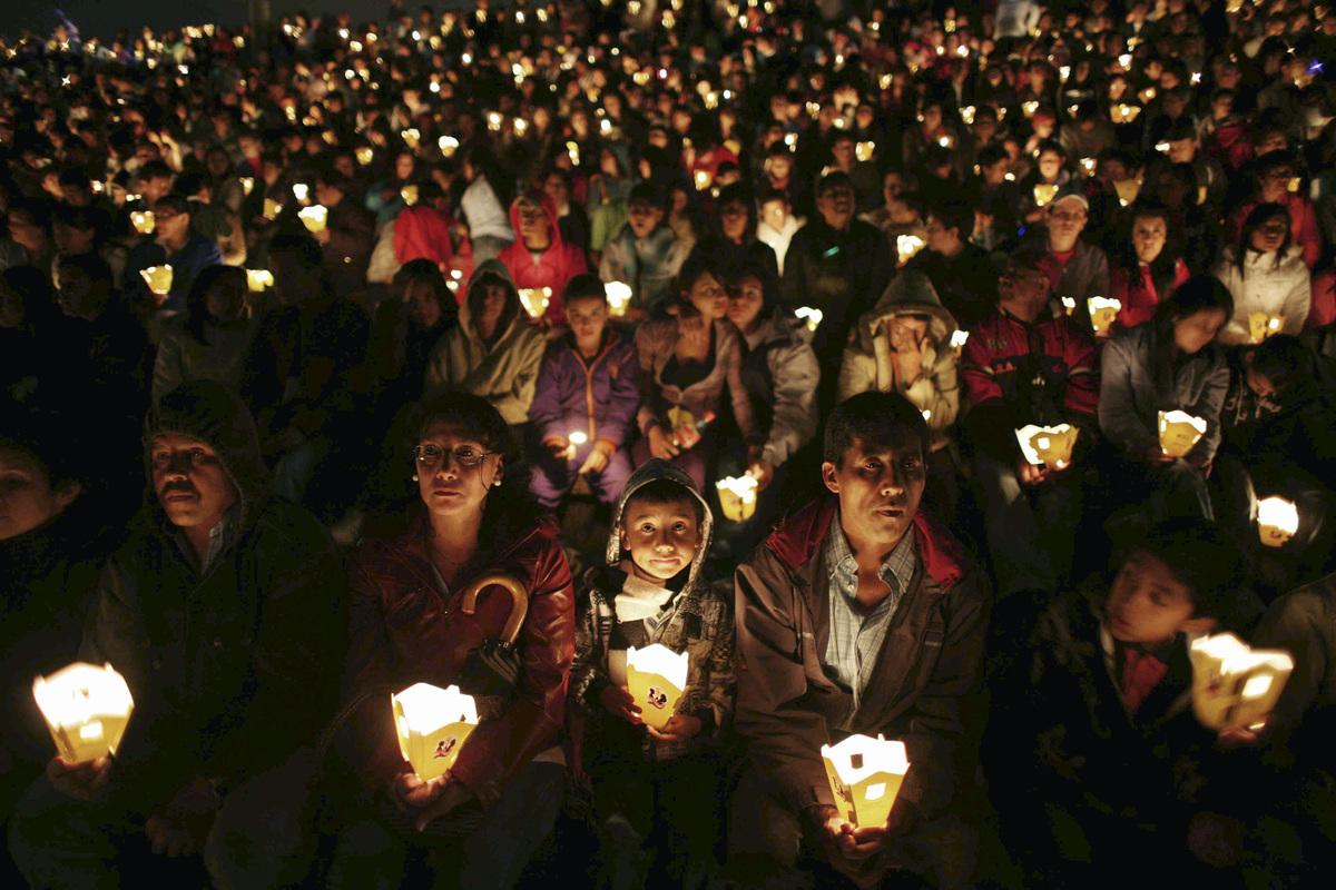 Hispanic Christmas Traditions: Celebrating Las Posadas With ...