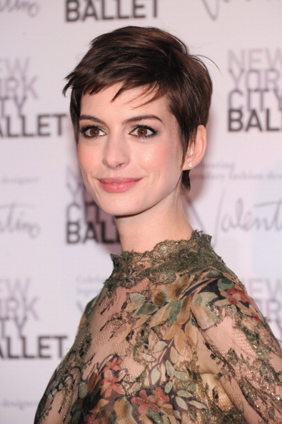 "Anne Hathaway looked stunning in Valentino (apparently her <a href=""http://www.huffingtonpost.com/2012/09/21/anne-hathaway-we"