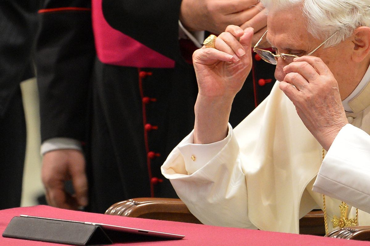 Pope Benedict XVI looks at his first twitter message during his weekly general audience on December 12, 2012 at the Paul VI h