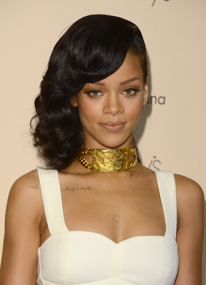 """""""He was the love of my life. The first love,"""" <a href=""""http://www.huffingtonpost.com/2012/08/20/rihanna-forgives-still-loves-"""