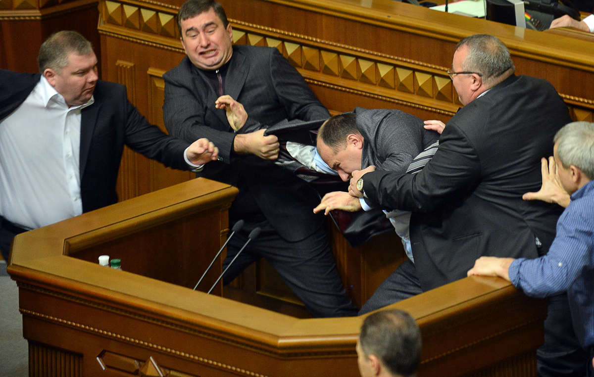 Deputies of the opposition fight with deputies of the majority for a second time in two days, during the second session of th