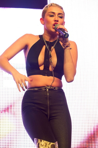"Miley Cyrus, queen of <a href=""http://www.huffingtonpost.com/2012/08/24/miley-cyrus-cigarette-haircut-bra_n_1828156.html"">wea"