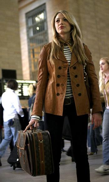 The first and most iconic outfit: Serena getting off the train at Grand Central Station looking like the well-traveled, well-