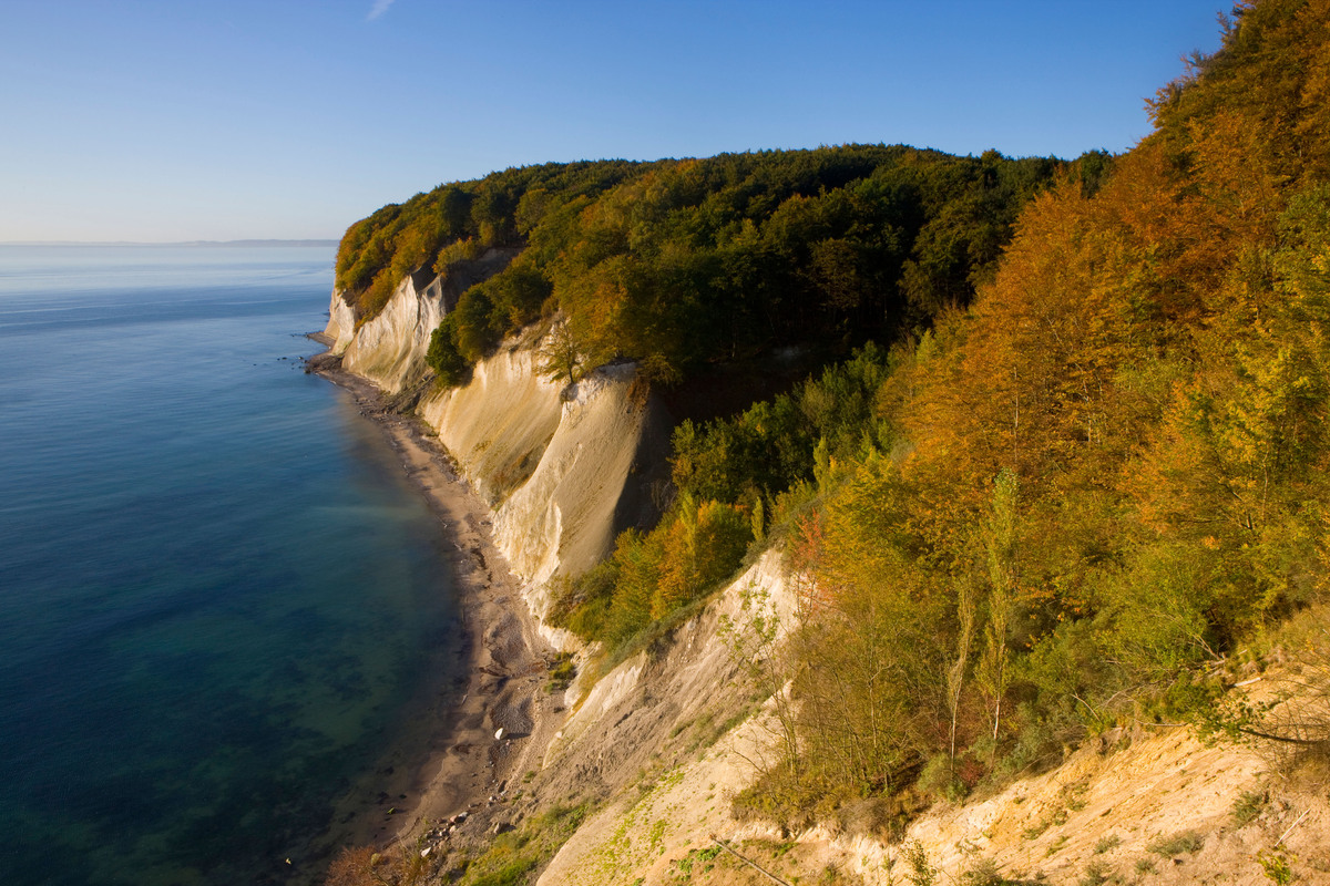 "Known for its white cliffs, known as <a href=""http://www.koenigsstuhl.com/nationalpark_15.html"">Königsstuhl</a> or ""king's ch"