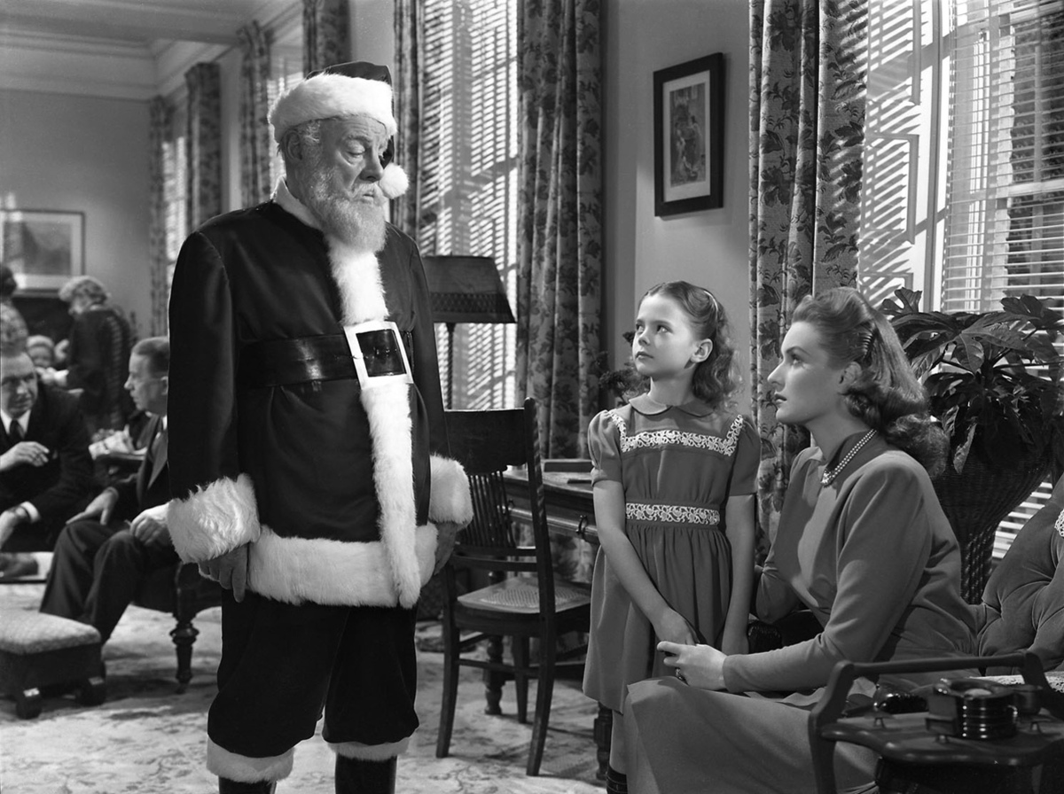 "<strong>""Miracle On 34th Street (1947)"" (AMC, 5:45 p.m. EST), followed by ""Miracle On 34th Street (1994)"" (AMC, 8 p.m. EST)</"