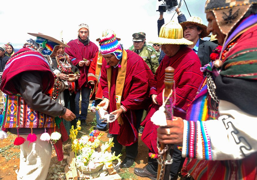 Bolivian President Evo Morales (C) and Minister of Foreign Affairs David Choquehuanca (3-R) participate in Aymara rituals on