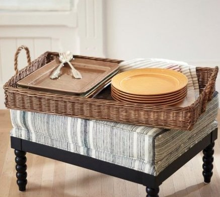 The serving tray is undoubtedly one of the most versatile accessories in the home. It can be used as a place for food and dri