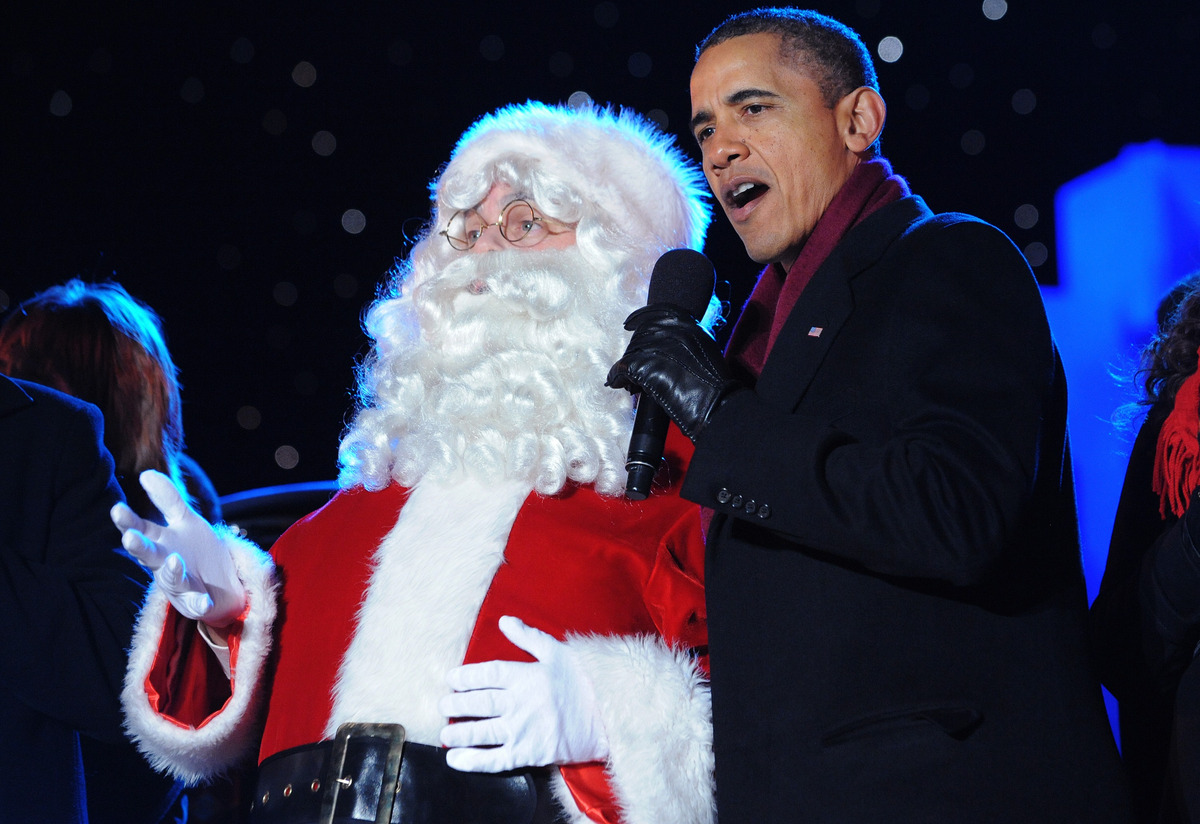 US President Barack Obama sings with Santa during the finale fo the annual lighting of the National Christmas tree December 1