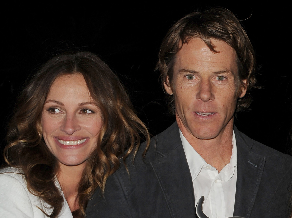"""Julia Roberts and Danny Moder had no time to announce their engagement -- they married just a few hours after he <a href=""""htt"""