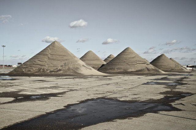 "<a href=""http://charleslebrigand.com/2012/12/30/eerie-lunar-landscape-in-queens/"">Stephane Missier aka Charles le Brigand</a>"