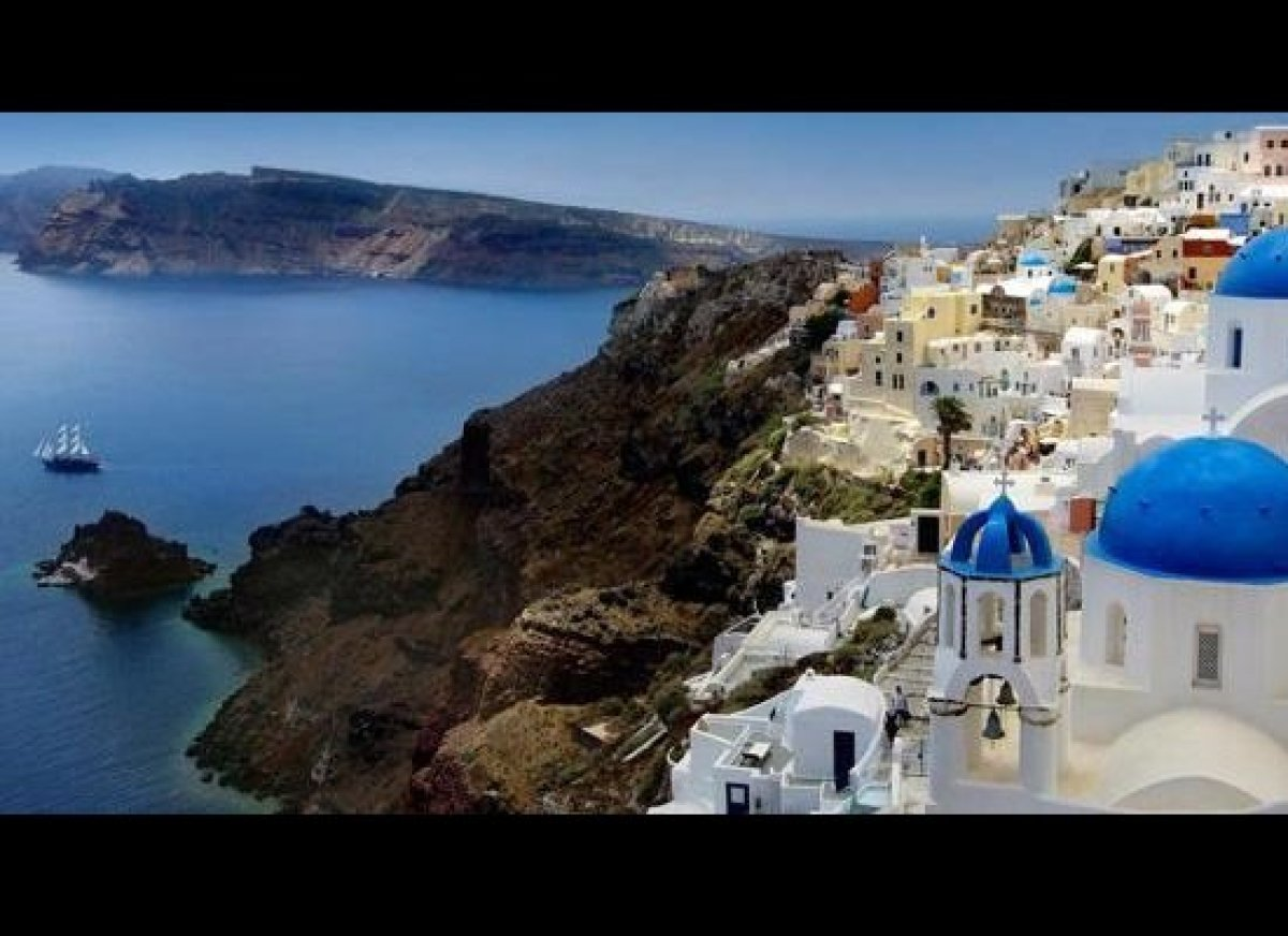This stunning Greek island is made for travel photography. Every year, we receive incredible photos of Santorini in our ISLAN