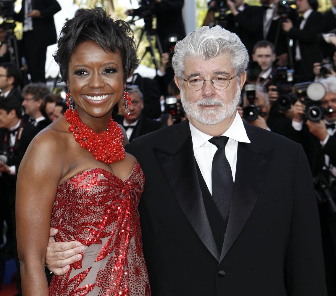 """El cineasta George Lucas y Mellody Hobson llegan al estreno de """"Wall Street Money Never Sleeps"""" el 14 de mayo de 2010, en Can"""