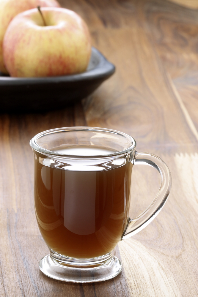 Lord Byron popularizes the Vinegar and Water Diet, which entails drinking water mixed with apple cider vinegar.