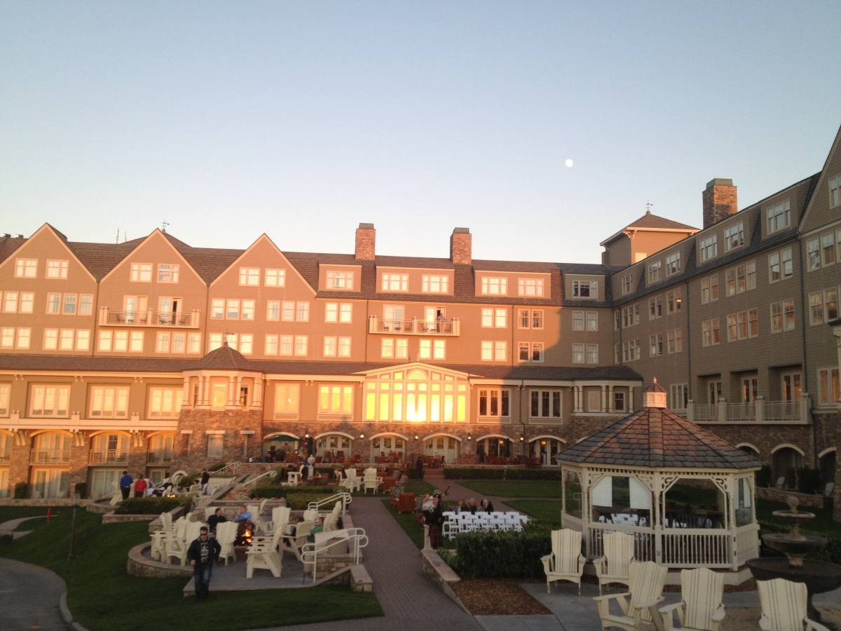 Located on 23 miles southwest of the San Francisco International Airport, The Ritz-Carlton, Half Moon Bay, is an easy escape