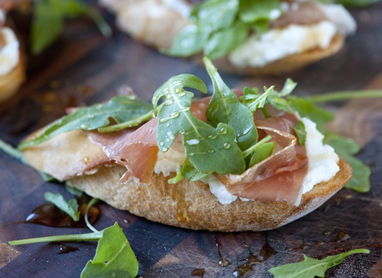 "<strong>Get the <a href=""http://steamykitchen.com/18794-prosciutto-and-ricotta-crostini-with-honey-recipe.html"">Prosciutto an"