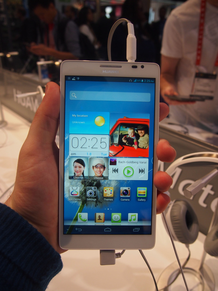 "Move over, Galaxy Note: Huawei debuted the Ascend Mate, an Android device that now <a href=""http://www.huffingtonpost.com/201"