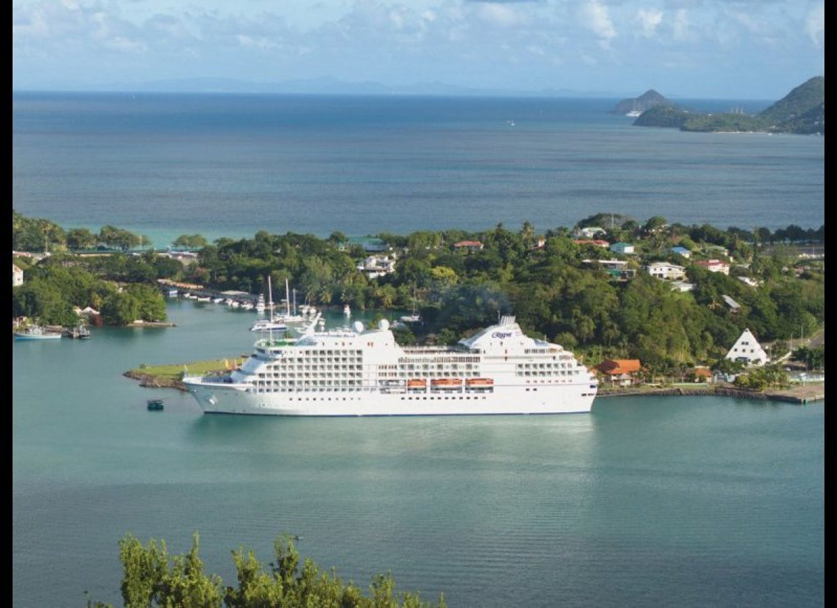 Top 10 small cruise ships in the world huffpost for Small cruise ship lines