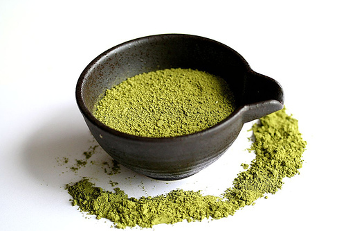 "<strong>Get the <a href=""http://steamykitchen.com/125-making-your-own-flavored-salts.html"">Matcha Salt recipe from Steamy Kit"