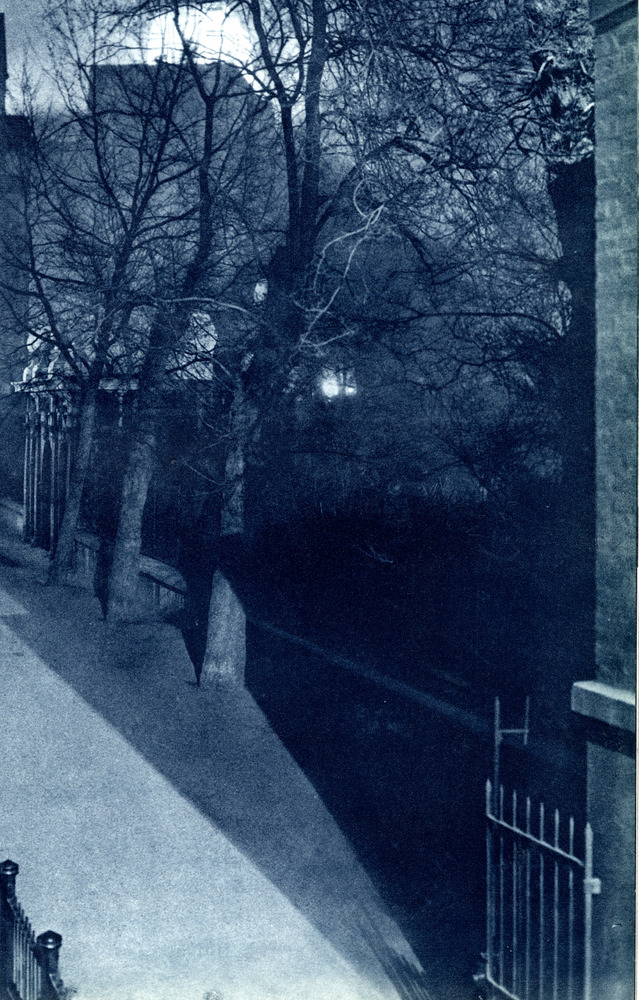 "Pictures from <a href=""http://rbkclocalstudies.wordpress.com/2012/12/27/dark-citylondon-in-the-30s/"">London Night</a> – John"
