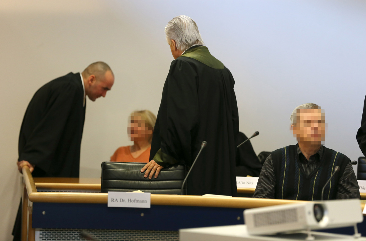 Accused Russian spies with the aliases Andreas (R) and Heidrun (L) Anschlag appear in court on the first day of their trial o