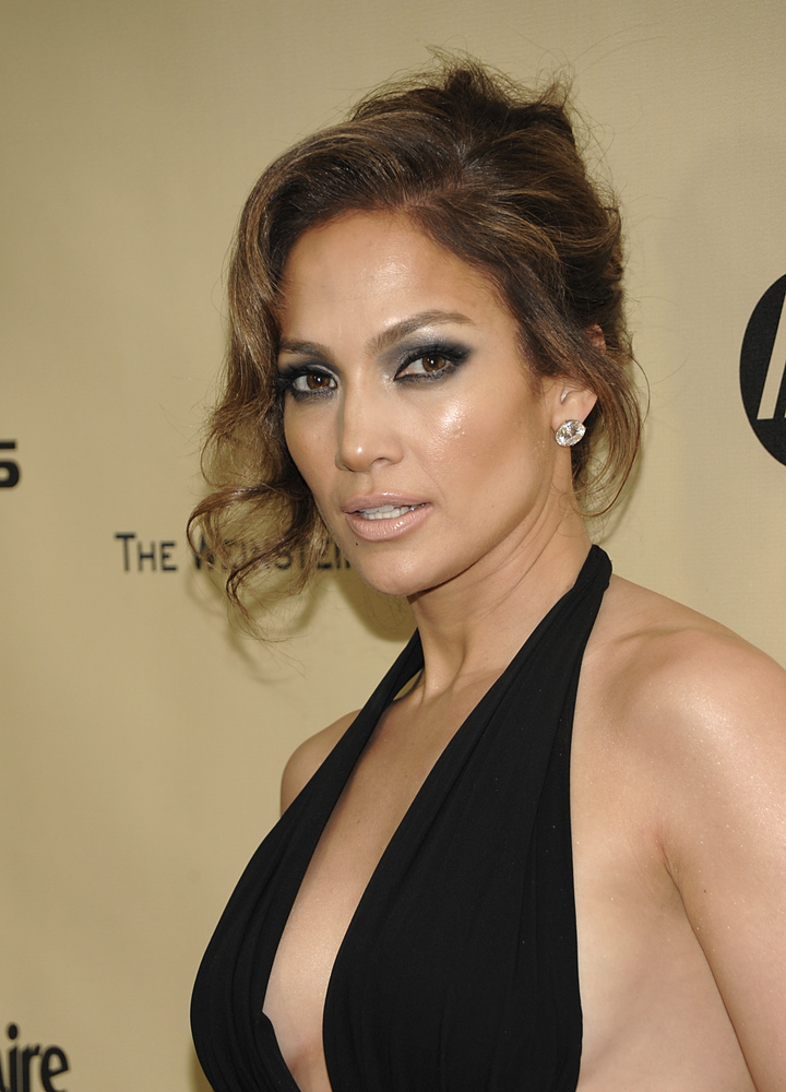 J.Lo has one older sister, Leslie, and one younger sister, Lynda.