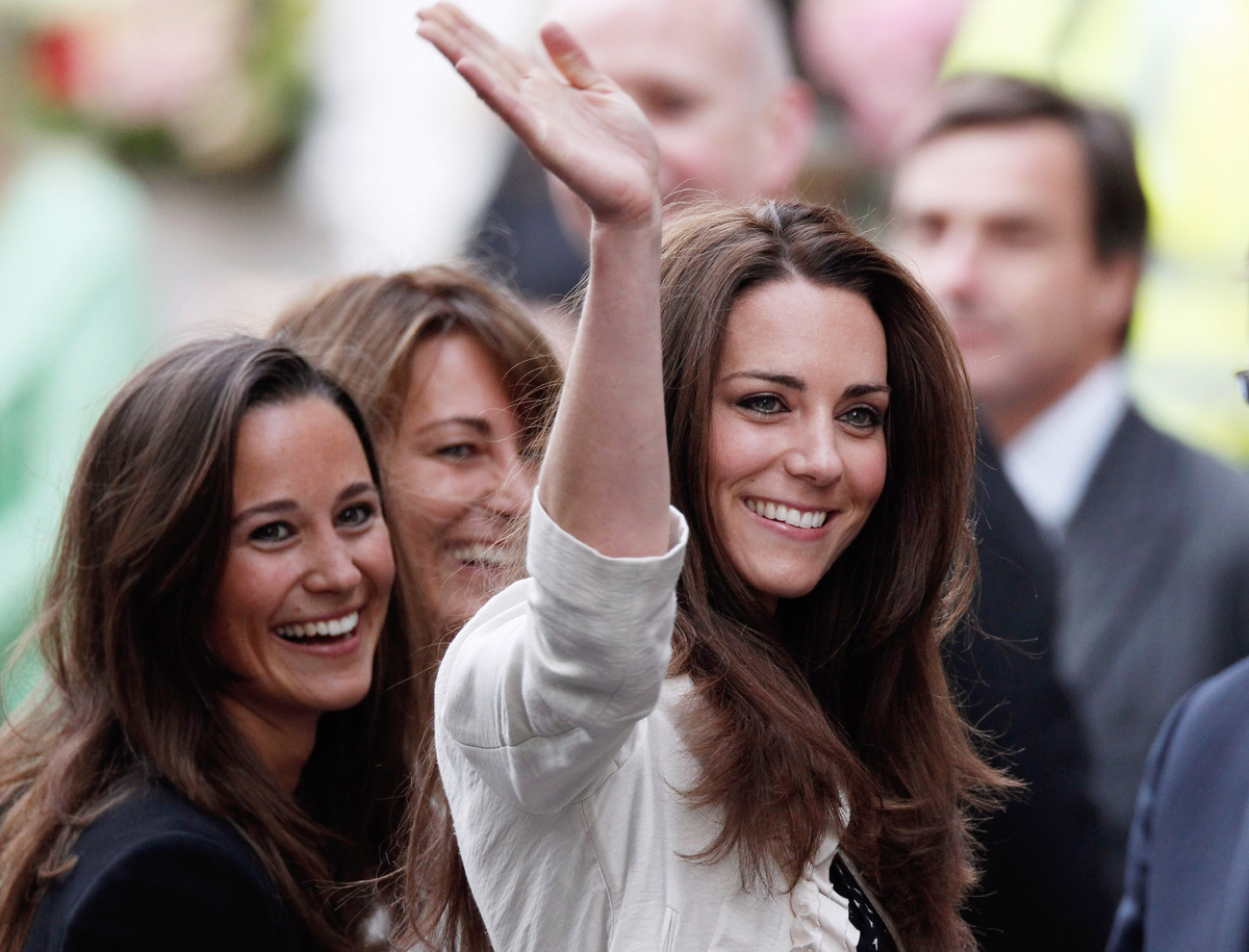 Catherine Middleton (R) her mother Carole and sister Pippa arrives at The Goring Hotel after visiting Westminster Abbey on Ap
