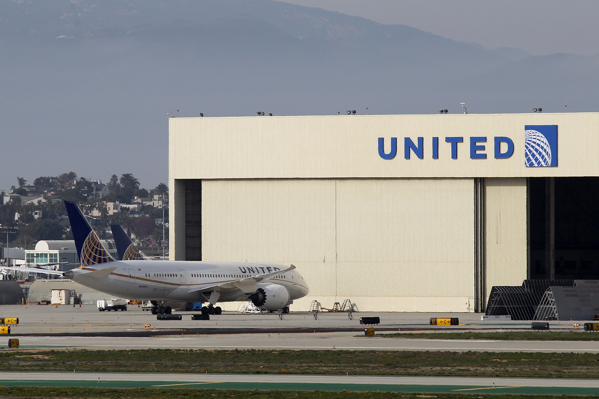 LOS ANGELES, CA - JANUARY 9:  A Boeing 787 Dreamliner operated by United Airlines is parked near a United hanger at Los Angel