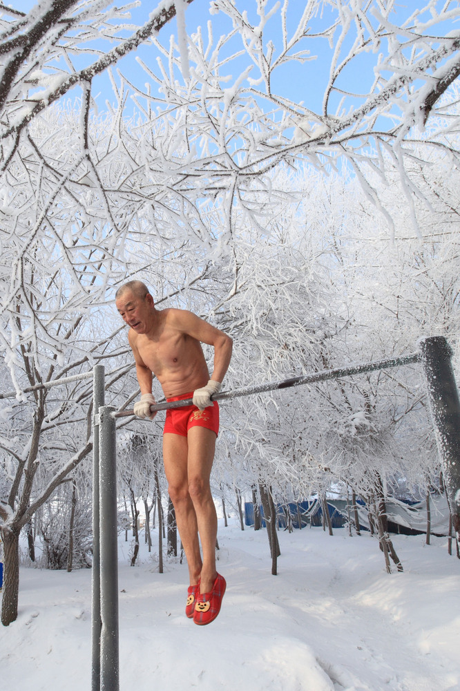 This picture taken on January 17, 2013 shows 77-year-old retired teacher Gao Yinyu exercising in his underwear at a snow-cove