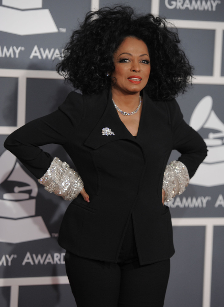 "Do NOT ask this Supreme diva to wait! <a href=""http://www.huffingtonpost.com/2013/01/07/diana-ross-restaurant-scene_n_2424572"