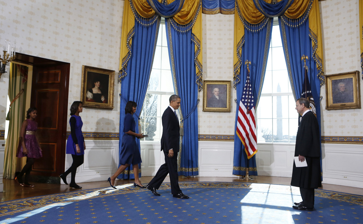 WASHINGTON - JANUARY 20:  U.S President Barack Obama (L) enters followed by first lady Michelle Obama (C) and daughters Malia