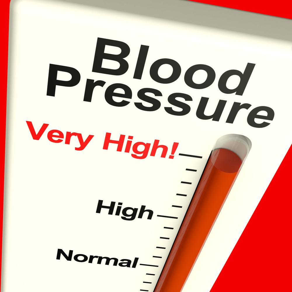 En 2008, le Dr Randy Zusman a demandé à 60 personnes souffrant d'hypertension artérielle d'essayer durant trois mois un programme de relaxation basée sur la méditation. Au sortir de l'expérience de trois mois sans aucune médication complémentaire, 40 des 60 patients ont fait montre d'une baisse significative de leur pression artérielle. Ils ont également pu réduire la consommation de certains de leurs médicaments grâce à la formation d'oxyde nitrique, qui ouvre les vaisseaux sanguins, résultant de la pratique de la relaxation.