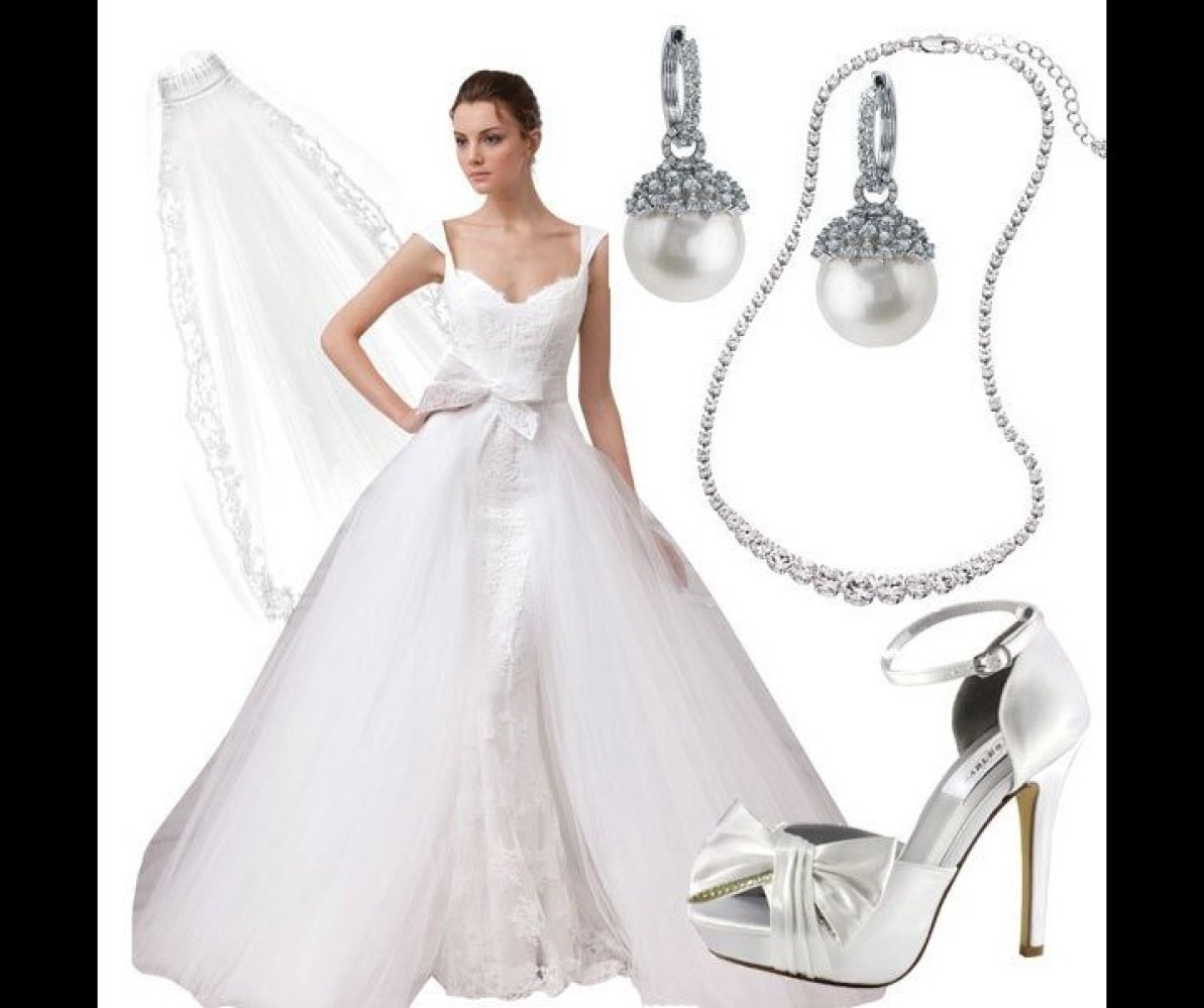 A majestic ballgown will look apropos amidst the grandeur of a formal wedding. Diamonds, pearls and a veil are ideal for the