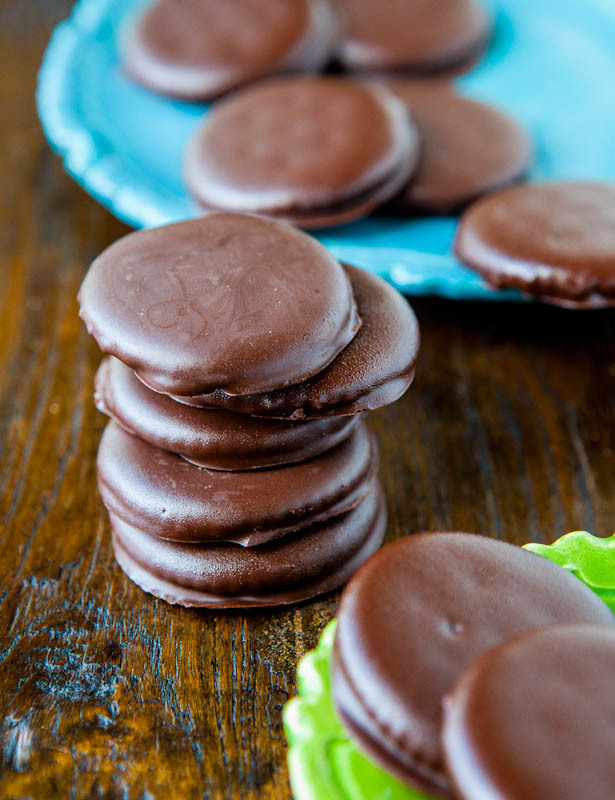 "<strong>Get the <a href=""http://www.loveveggiesandyoga.com/2012/07/homemade-thin-mints.html"">Thin Mints recipe from Averie Co"
