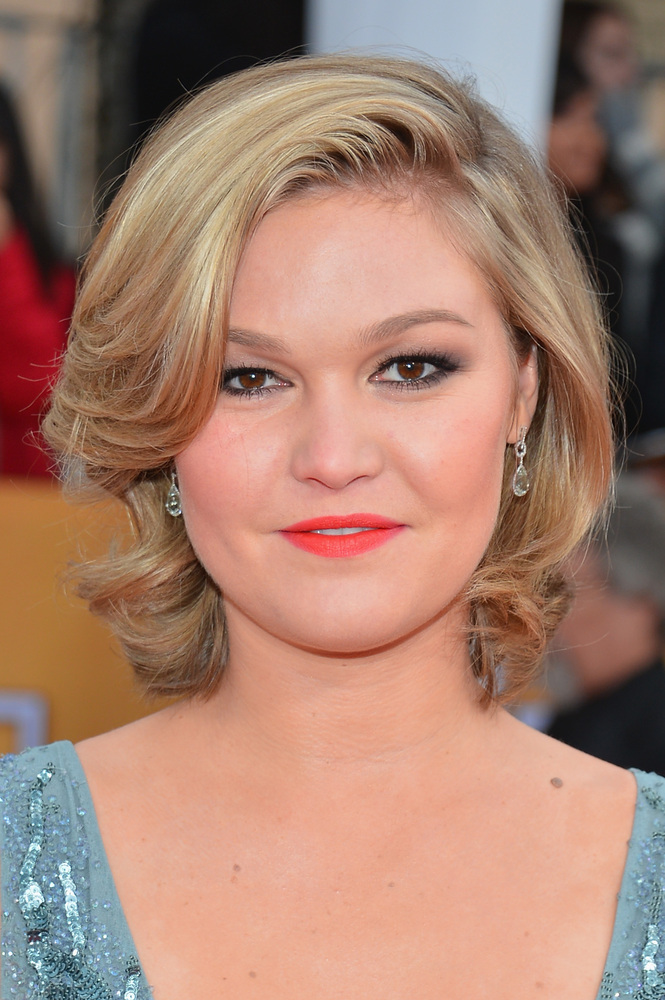 Stiles' soft blush and lip color elevate her smoky eye. We love how effortless -- yet controlled -- her wavy bob is.