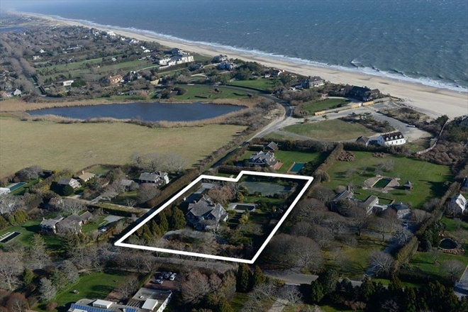 """Photo by <a href=""""http://www.corcoran.com/hamptons/Listings/Display/2481086"""">Corcoran</a>"""
