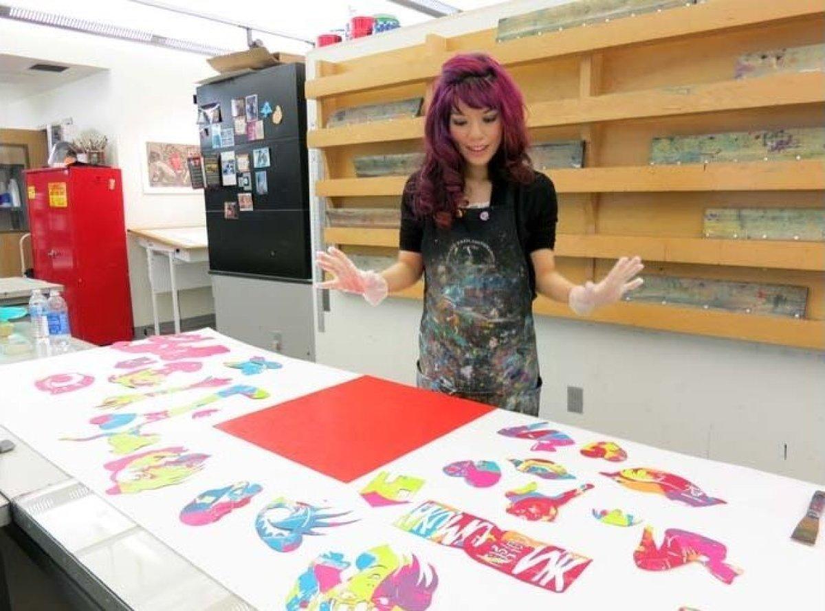 "Journalist <a href=""http://www.lacarmina.com"" target=""_hplink"">La Carmina</a> took her first printmaking lesson with Mesa Art"