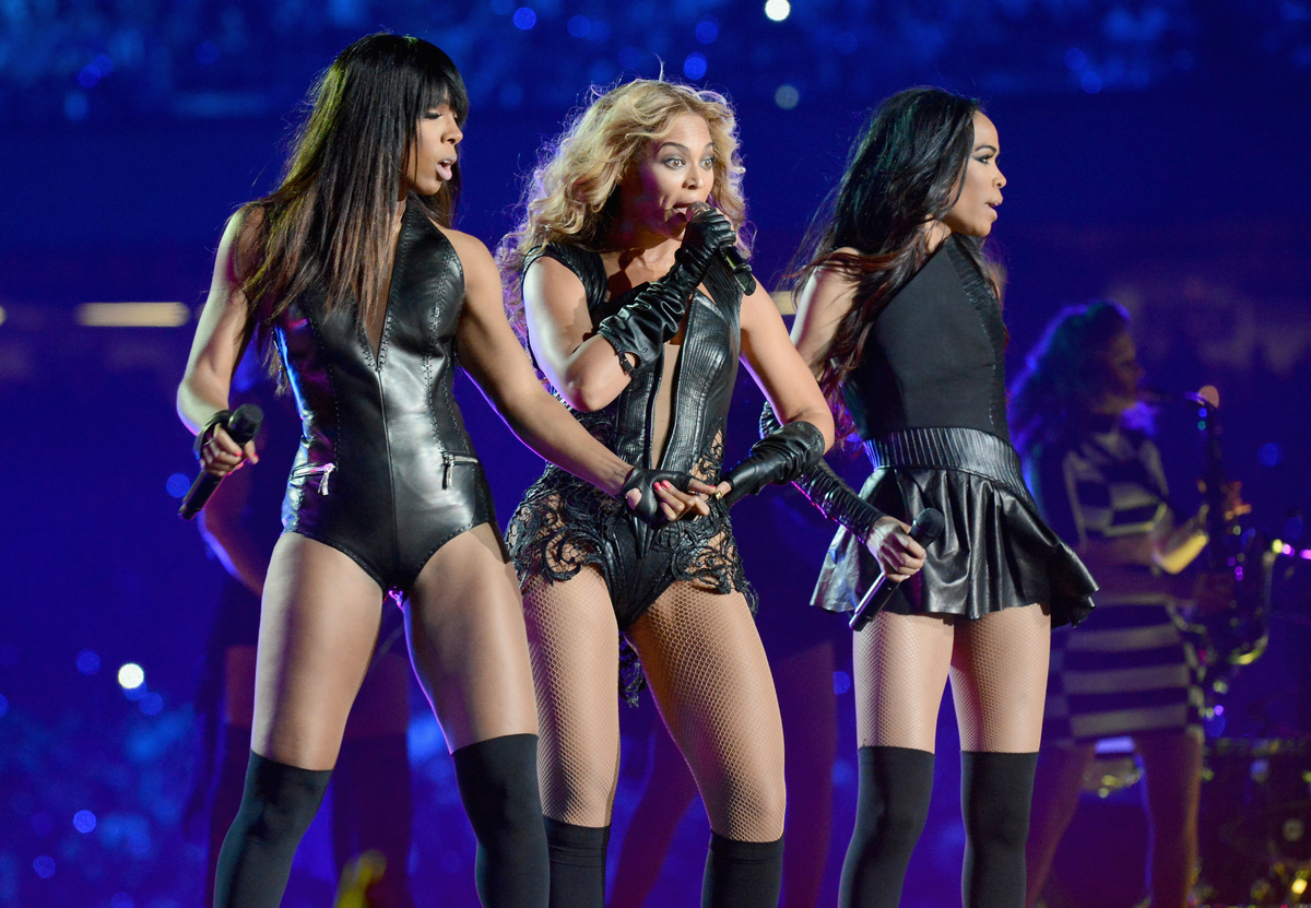 Kelly Rowland, Beyonce (c) y Michelle Williams (dcha), como Destiny's Child.