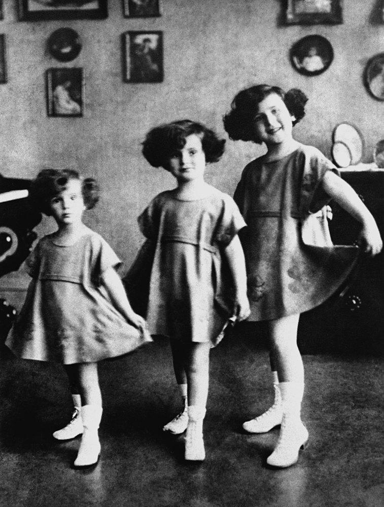 The Gabor Sisters (L-R Eva Gabor, Zsa Zsa Gabor and Magda Gabor)