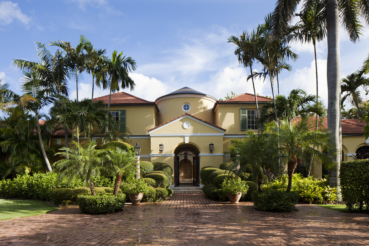 "Location: Palm Beach Price: <a href=""http://www.realtor.com/realestateandhomes-detail/89-Middle-Rd_Palm-Beach_FL_33480_M60843"
