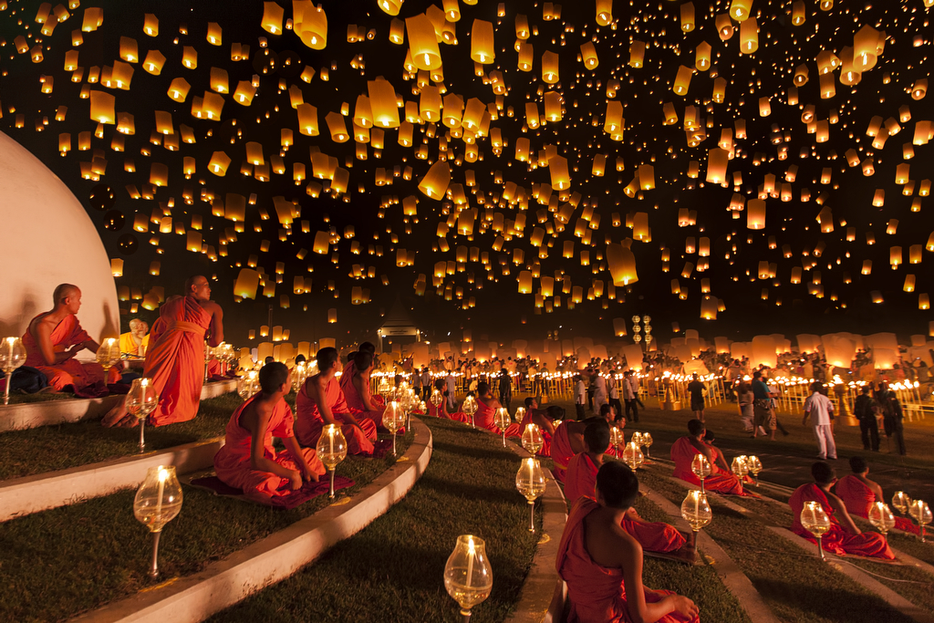 Monks looked up at the magnificent night sky filled with thousands of lanterns in awe. Yi Peng lantern festival is meant as a