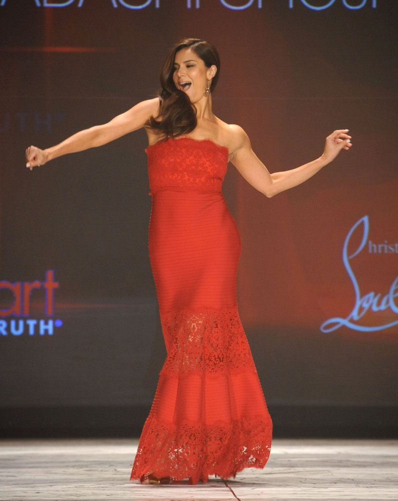 NEW YORK, NY - FEBRUARY 06:  Roselyn Sanchez wearing Tadashi Shoji on the runway during The Heart Truth 2013 Fashion Show hel