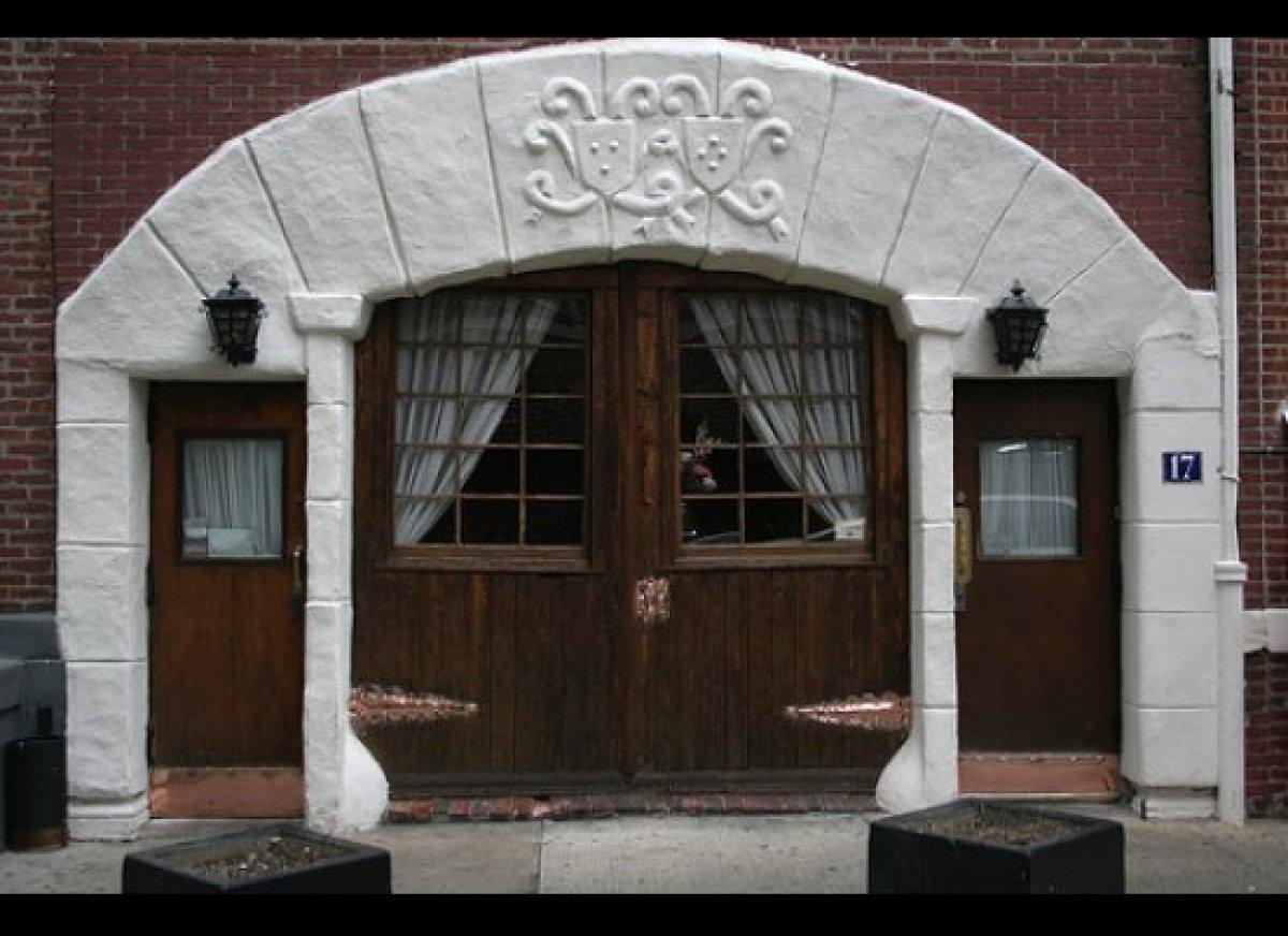 "Often billed as ""The Most Romantic Restaurant in New York,"" <a href=""http://www.oneifbyland.com/hometest.html "" target=""_hpli"