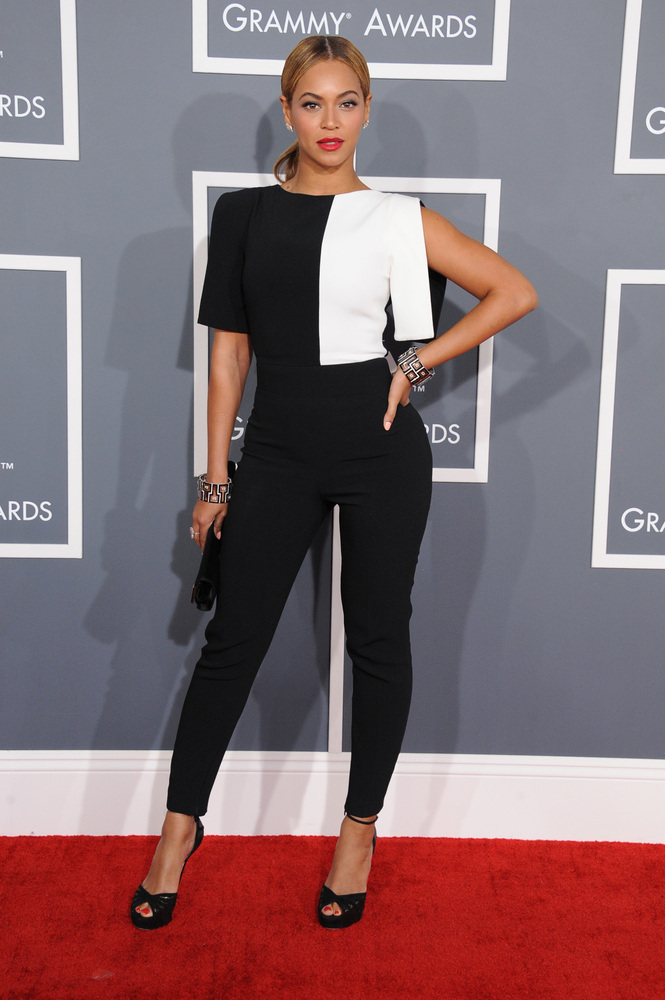 "<a href=""http://www.huffingtonpost.com/2013/01/30/beyonce-grammys-pants-2013-photos_n_2585984.html"">Queen Bey is on a best-dr"