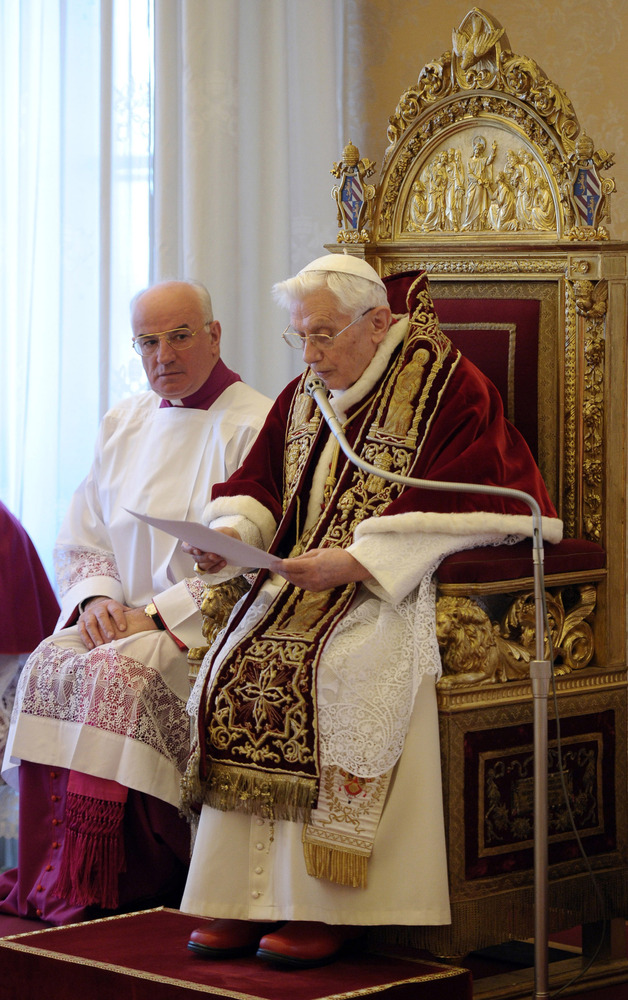 RECROP OF VAT114 - In this photo provided by the Vatican newspaper L'Osservatore Romano, Mons. Franco Comaldo, a pope aide, l