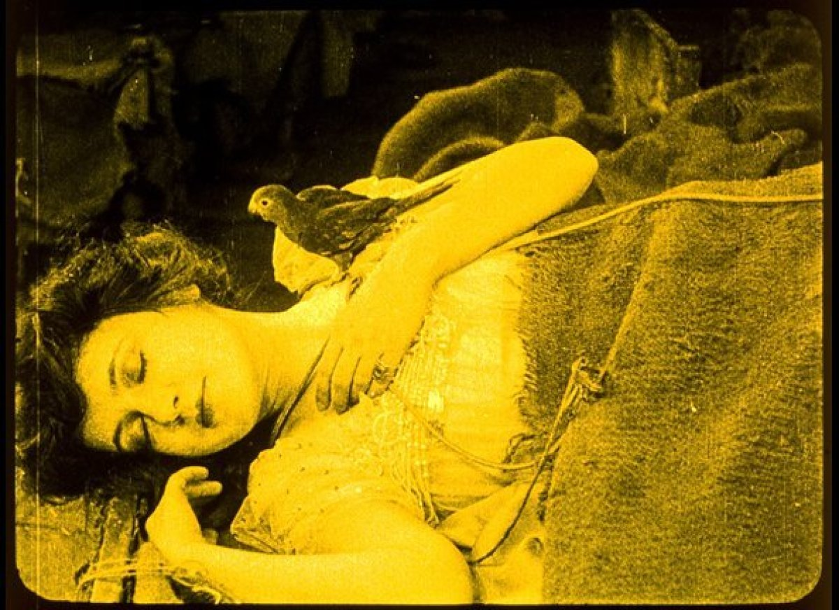 A tinted scene from <em>Snow White</em> (1916). Photo courtesy of the San Francisco Silent Film Festival.
