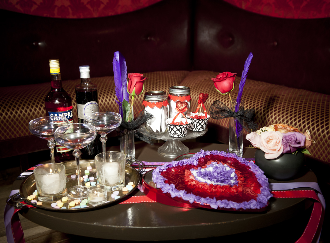 We choose a classic red and violet color palette for our cocktail party and dressed the table with a runner made from ribbons