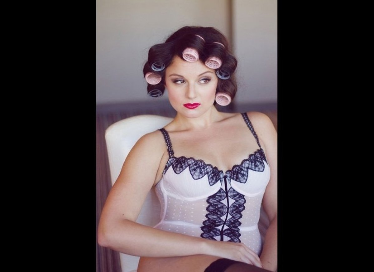 """This bombshell beauty even makes hair rollers look sultry! <strong><a href=""""http://thebridaldetective.com/bombshell-boudoir/"""""""