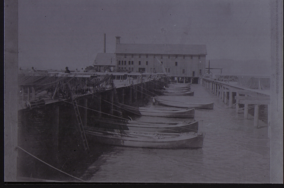 In the 1900s, the Union Fish Cannery Building was at the heart of Astoria, Oregon's fishing industry. The pier was scenic eve